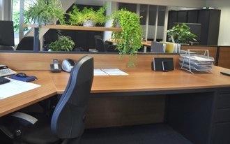 Foto van een bureau in het kantoor